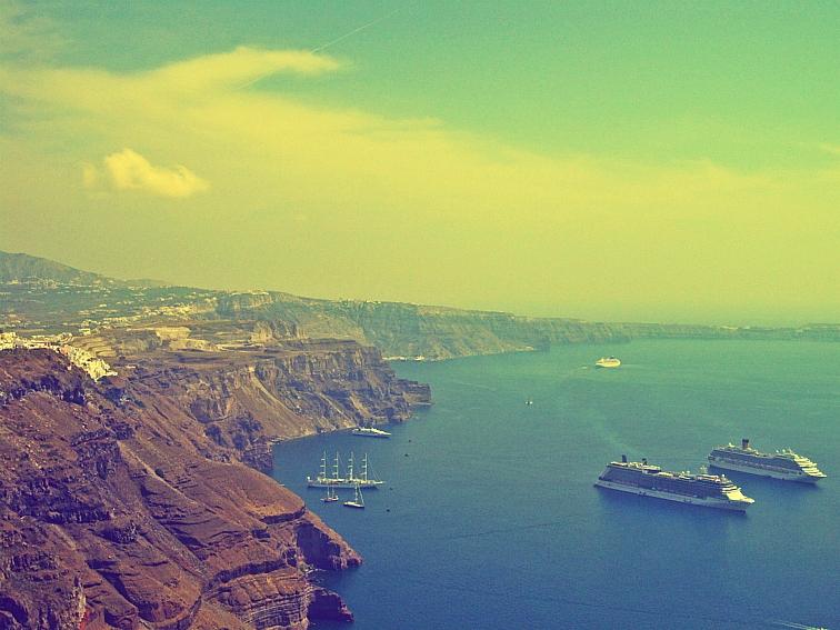 santorini cruise ships