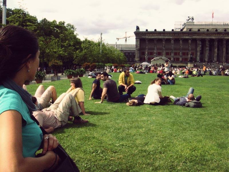 Elle at Lustgarten, facing the Altes Museum
