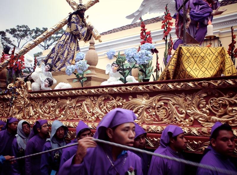 Semana Santa Antigua Guatemala cucuruchos